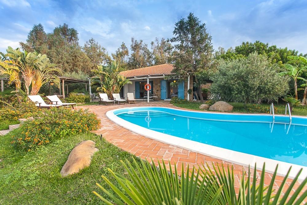 Villa Buzza – Un giardino ai piedi dei monti Nebrodi.